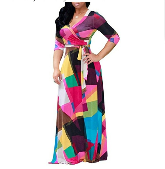 Plus Size Women\'s V-neckline Graffiti Dress